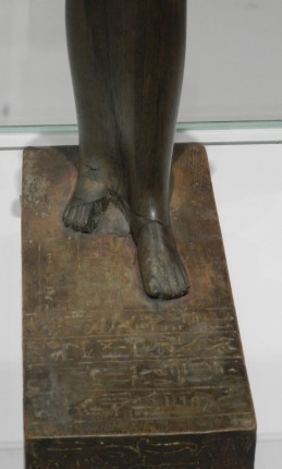29 touy - thebes - socle (1)