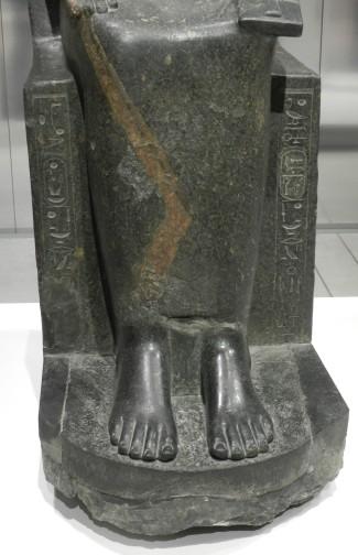 31 sekhmet - karnak - pieds